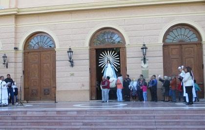 0-cafayate-procesion-del-milagro-virgen-sale-del-templo