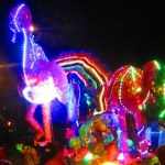 Creatividad y colorido en el desfile de carrozas