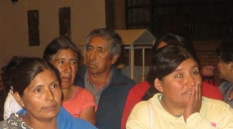 Manuel Carral, en la foto detrás de otros vecinos que reclaman la devolución de las 32 hectáreas.