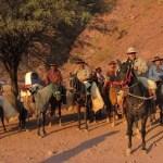 Peregrinos a caballo van al encuentro de los patronos de Salta