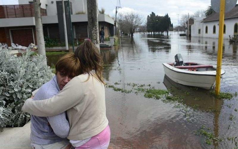 Jóvenes de AEBU se suman a la solidaridad con evacuados