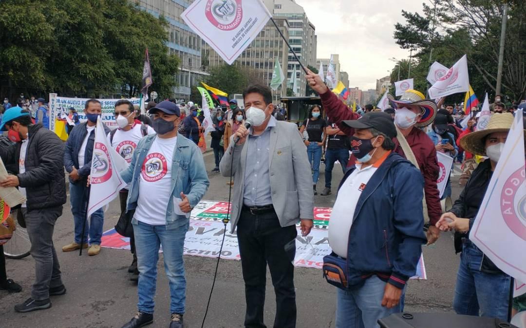 Protestas en Colombia hacen retroceder reforma tributaria de Iván Duque
