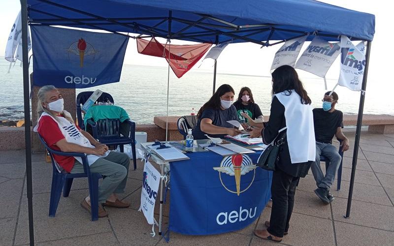 Fructífera jornada de juntada de firmas el 1° de mayo en Plaza España