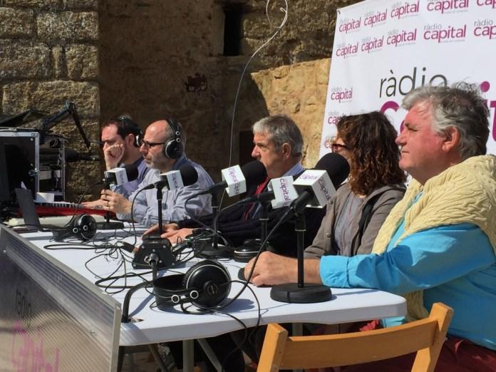 Els alcaldes de Pals, durant l'emissió del programa Govorit Radio Svoboda