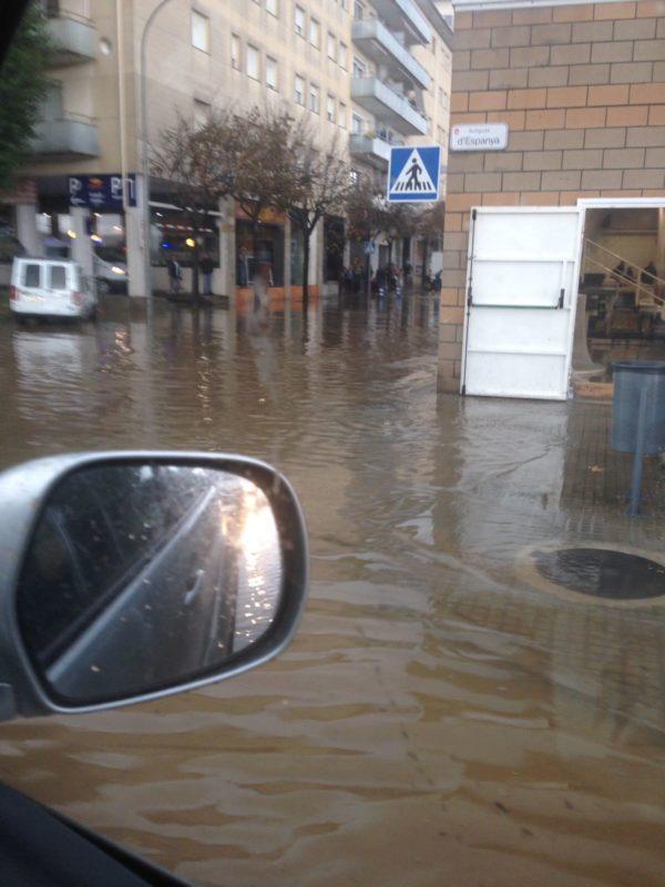 Palafrugell | El Pavelló d'Hoquei de Palafrugell completament envoltat d'aigua
