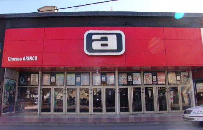 Façana del cinema Arinco a l'Avinguda 11 de setembre de Palamós