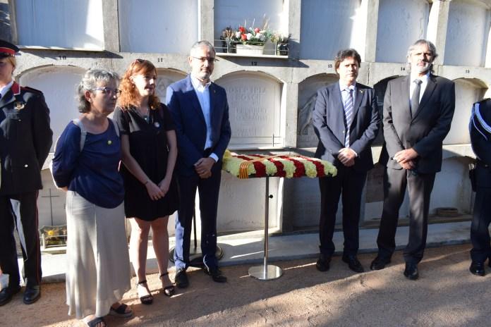 Ofrena floral a l'expresident Josep Irla a Sant Feliu de Guíxols | Imatge de l'Ajuntament