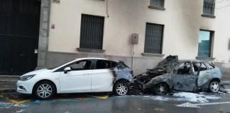 Els cotxes cremats al Carrer Agustí Font de la Bisbal d'Empordà | Imatg d'Anna Pascual