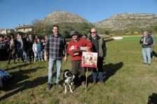 Jordi Muxach amb el Gos Excalibur reben el primer premi a mans de l'Alcalde de Torroella, Josep Maria Rufí