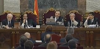 Imatge de Dolors Bassa davant del Tribunal Suprem Espanyol durant el Judici del Procés