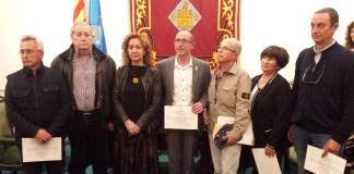 La Consellera de Justícia acompanyada d'alguns familiars dels acusats durant l'etapa franquista | Imatge de l'Ajuntament de Palamós