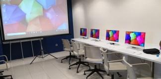 privat:-el-consell-de-la-gent-gran-de-palafrugell-inaugura-una-aula-d'informatica-amb-20-ordinadors,-un-d'ells-portatil-i-un-projector