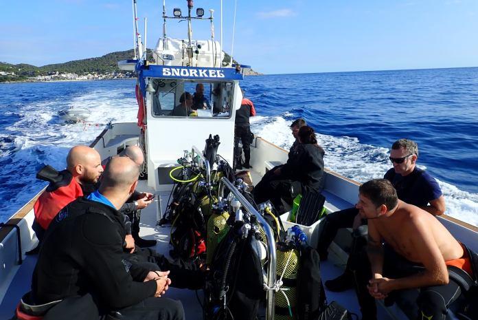 Anant a l'expedició per buscar arts de pesca a la zona de Llafranc | Imatge de FECAS