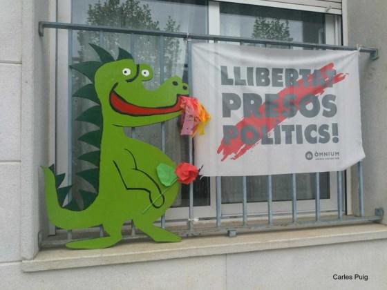 Sant Jordi 2020 en confinament a la Bisbal | Imatge compartida pel consistori