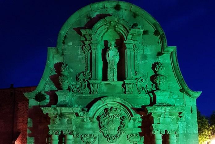 privat:-l'ajuntament-il.luminara-de-color-verd-l'arc-de-sant-benet-en-el-dia-mundial-de-l'ela,-aquest-proper-diumenge