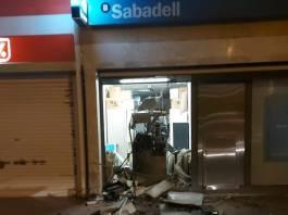 L'explosió del caixer del Banc Sabadell a Sant Antoni de Calonge | Imatge de Seby Martinez - Caixer a Sant Antoni
