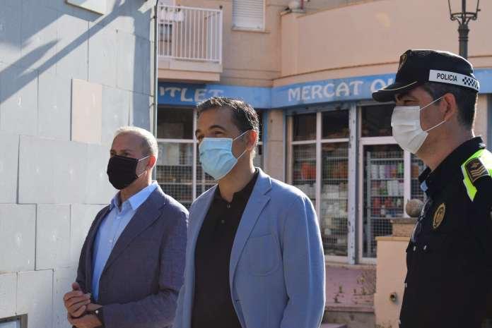 L'alcalde de Sant Feliu de Guíxols, Carles Motas, amb el nou equip de la Policia Local | Imatge de l'Ajuntament de Sant Feliu