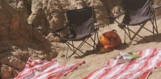 privat:-durant-el-mes-d'agost-s'han-retirat-una-vintena-de-tovalloles-de-les-platges,-les-quals-es-feien-servir-per-reservar-espai-a-la-sorra