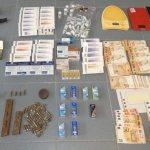Armes, diners i material comissat   Imatge dels Mossos d'Esquadra