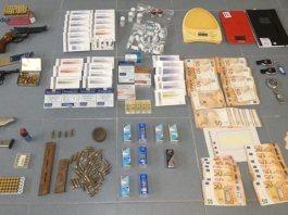 Armes, diners i material comissat | Imatge dels Mossos d'Esquadra