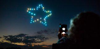 Flock Drone Art combina l'art i les noves tecnologies per fer espectacles nocturns amb drones   Imatge cedida a l'ACN - Flock Drone Art, una empresa amb participació d'emprenedors del Baix Empordà fa espectacles de llum amb drones