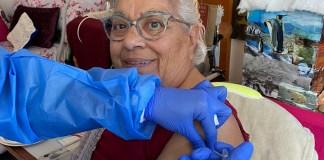 privat:-continuen-les-vacunacions-de-la-covid-19-a-les-residencies-de-sant-feliu