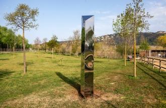privat:-el-monolit-installat-al-parc-dels-estanys
