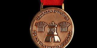 privat:-acte-d'entrega-de-la-medalla-d'honor-de-la-vila,-a-tota-la-gent-que-ha-lluitat-contra-la-covid-19