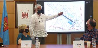 Pla obert del regidor de Planejament i Ordenació, Josep Xifra, senyalant la modificació del POUM en una roda de premsa el 16 de juny de 2021 Rosamar