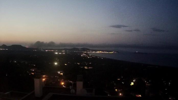 L'incendi al Massís del Montgrí de nit   Imatge de Ràdio Capital
