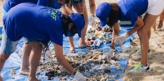 privat:-voluntaris-recullen-mes-de-300-kg-de-residus-a-les-platges-de-calella-i-llafranc