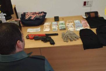Cartaya | La Guardia Civil y la Policía Local detienen a tres personas tras robar en un domicilio con una pistola de fogueo en la localidad