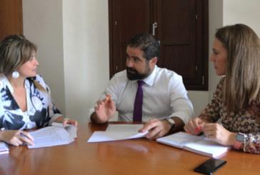 El sector agrícola, junto con el Ayuntamiento de Cartaya colabora en la labor de desinfección del termino municipal