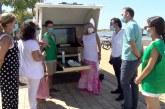 La AECC aparca su caravana contra el cáncer de piel en El Rompido