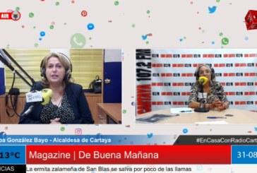 La alcaldesa de Cartaya visita los estudios de Radio Cartaya