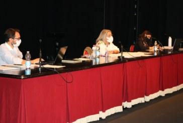 El Pleno aprueba el reasfaltado de calles en los tres núcleos urbanos y las obras de las instalaciones deportivas de El Rompido