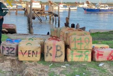Punta Umbría   La Guardia Civil ha detenido a cuatro personas implicadas en una descarga de droga que se produjo en la localidad
