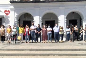 Cartaya Tv   Sentido minuto de silencio en recuerdo de las victimas de Violencia de Género