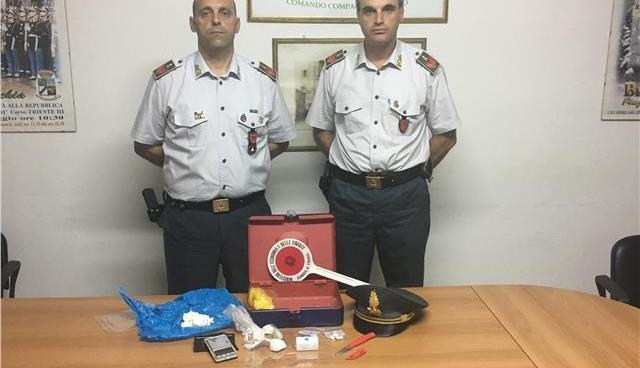 Bari, incensurato bloccato in auto dai poliziotti: trasportava 13 dosi di cocaina
