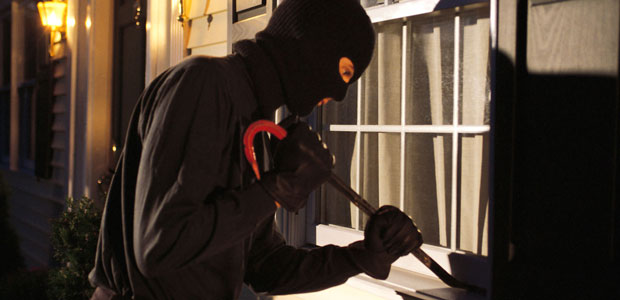 Cassinate – Ladro sfortunato. Entra in una casa di Pontecorvo ma trova il padrone. Inseguito ed arrestato. In tasca anche due grammi di hashish