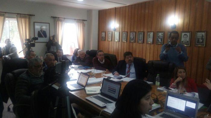 Castro: Concejal cuestiona legalidad de concejo extraordinario para entregar informe de auditoría a Corporación Municipal.