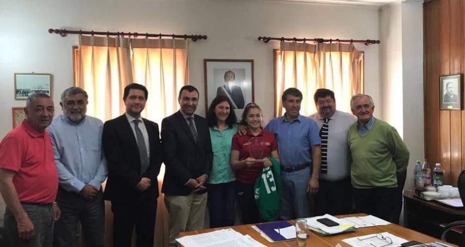 Damaris Alarcón recibe saludo del Concejo Municipal