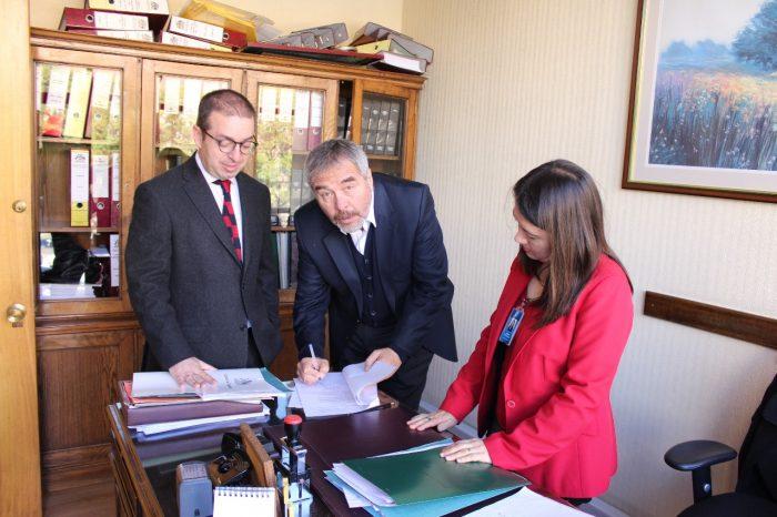 Chiloé: parlamentario presenta iniciativa para obligar a empresas salmoneras a limpiar el fondo marino.