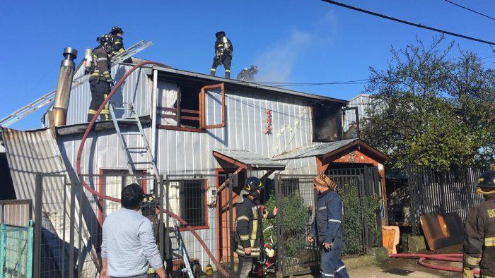 Castro: dos viviendas afectadas y cuatro lesionados en incendio.