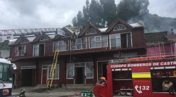 Castro: incendio afectó a tres inmuebles.