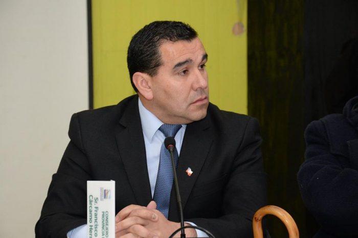 Chiloé: Consejero Regional solicita regulación ante la extracción del pon pon.