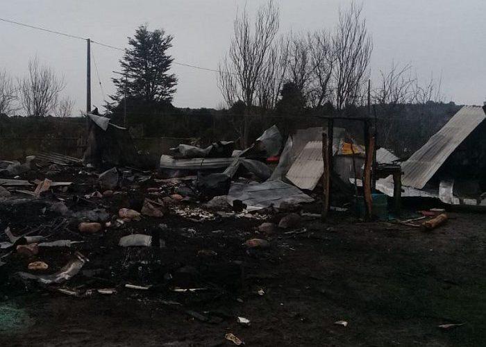 Castro: dos fallecidos dejó voraz incendio ocurrido en isla Quehui.