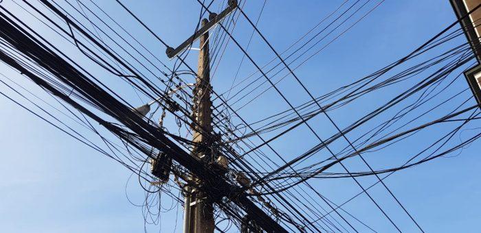 Nacional: se promulgó ley que ordena retiro de cables aéreos en desuso.
