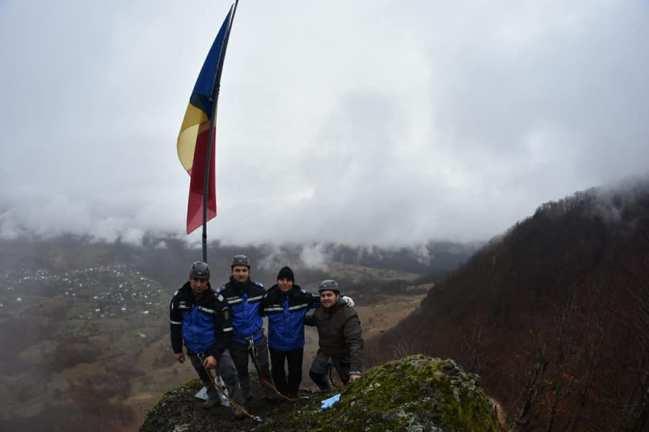 drapel pe munte3