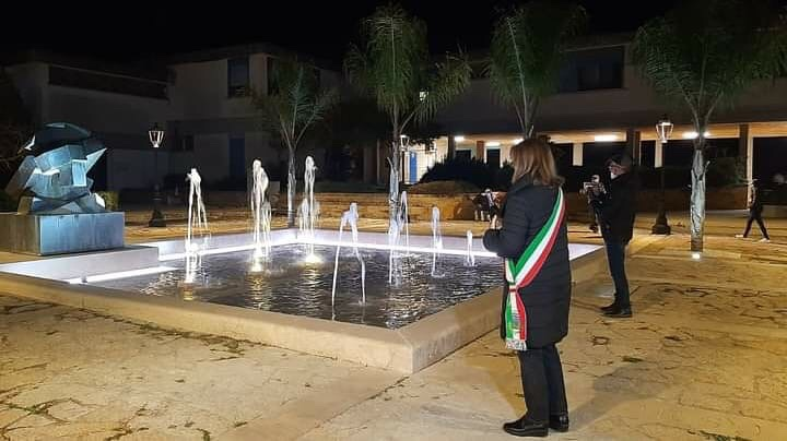 Montevago, inaugurata dopo il restyling la fontana con la scultura di Giò Pomodoro in piazza della Repubblica